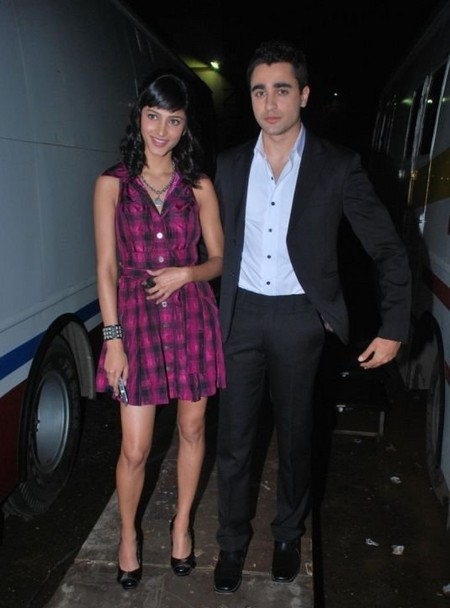 Shruti-Hassan-and-Imran-Khan-on-the-sets-of-Indias-got-talent..jpg