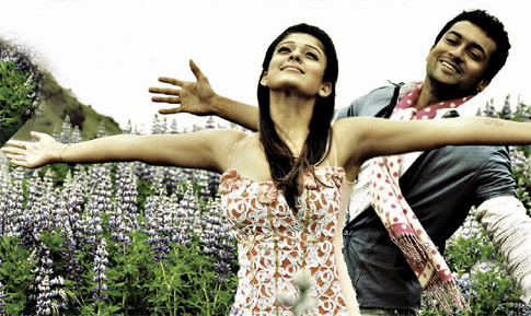 https://i2.wp.com/www.extramirchi.com/wp-content/uploads/2009/08/Suriya-and-Nayanthara-in-Aadhavan.jpg