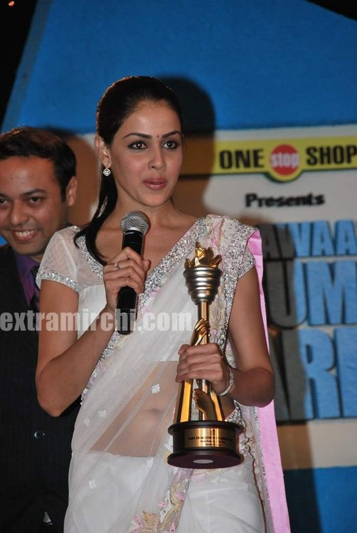 Genelia-dsouza-at-CNBC-Awaaz-Consumer-Awards-1.jpg