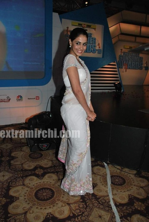 Genelia-dsouza-at-CNBC-Awaaz-Consumer-Awards-6.jpg