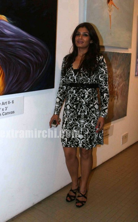Raveena-Tandon-at-the-Nawaz-Singhanias-art-exhibition-1.jpg