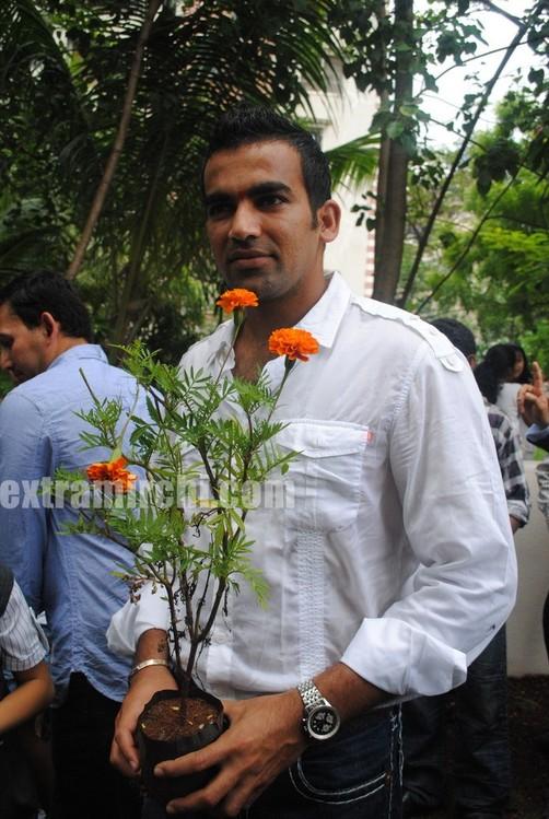 Tina-Ambani-Ajit-Agarkar-Zaheer-Khan-and-Ashish-Nehra-during-the-inauguration-of-SJBCN-International-School.jpg