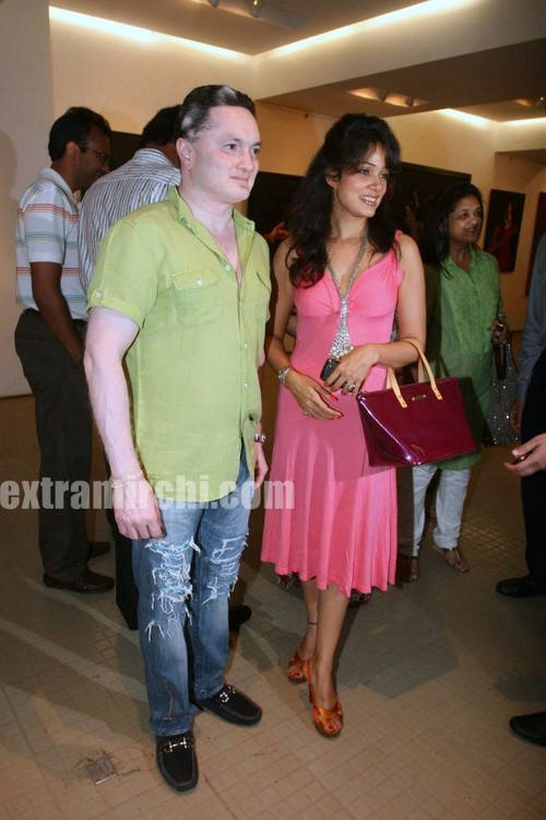 Vidya-Malvade-at-the-Nawaz-Singhanias-art-exhibition.jpg