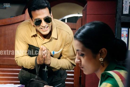 Akshay-Kumar-and-Trisha-Krishnan-in-Khatta-Meetha-4.jpg