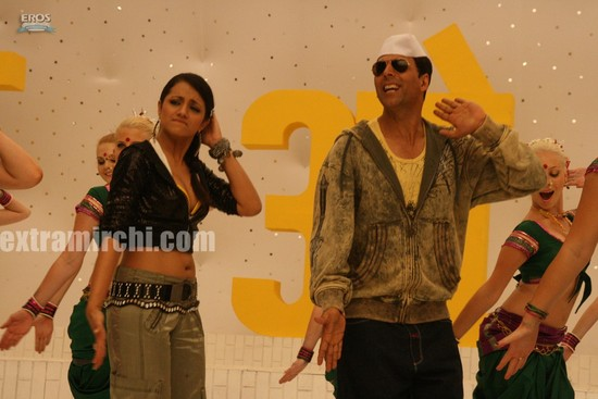 Akshay-Kumar-and-Trisha-Krishnan-in-Khatta-Meetha-8.jpg