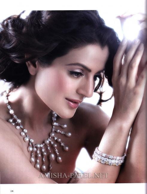 Amisha-Patel-on-LOfficiel-Magazine-2.jpg