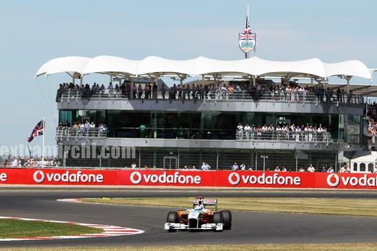 Deepika-Padukone-cheers-for-the-Force-India-F1-Team-at-the-British-GP-8.jpg