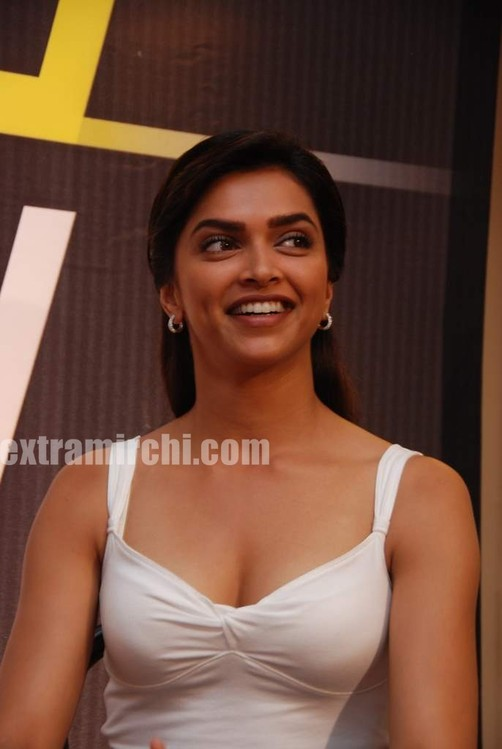 Deepika-at-Lafangey-Parindey-press-meet-5.jpg