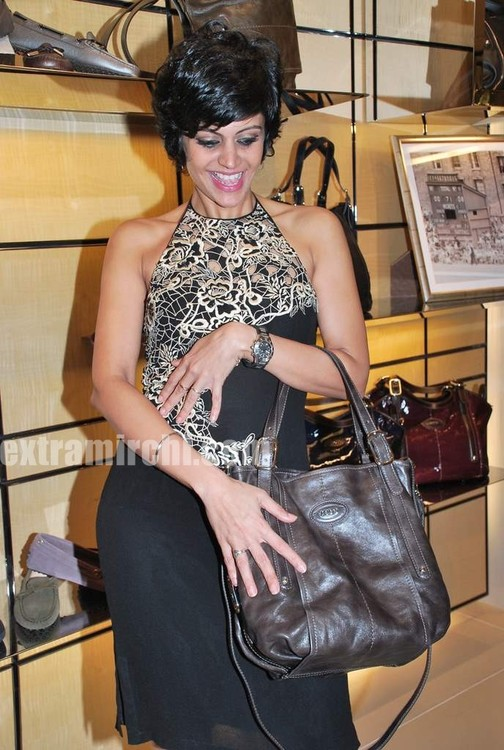Mandira-Bedi-at-Tods-special-bracelet-launch-7.jpg