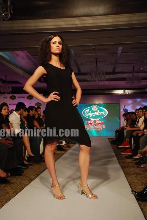Models-walked-the-ramp-in-Rina-Dhaka-and-Dev-R-Nils-creations.jpg