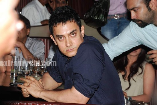 Rani-Mukerji-Aamir-Khan-Kiran-Rao-and-Karan-Johar-at-Peepli-Live-music-launch.jpg