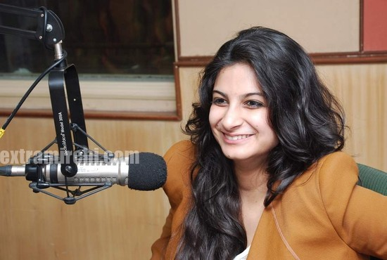 Rhea-Kapoor-promote-Aisha-at-Radio-City-7.jpg