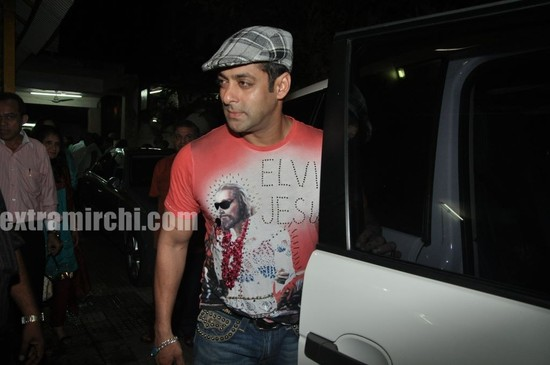 Salman-Khan-at-Tere-Bin-Laden-Screening-4.jpg
