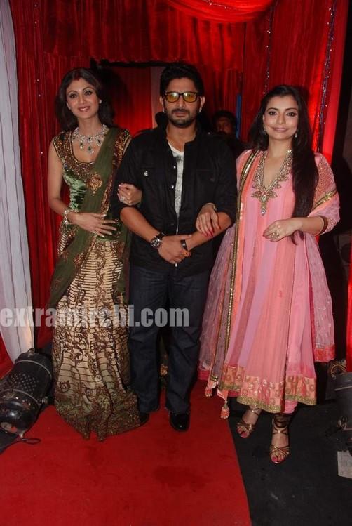 Shilpa-Arshad-with-Star-Pariwar-artists-at-grand-finale-of-Zara-Nachke-Dikha.jpg