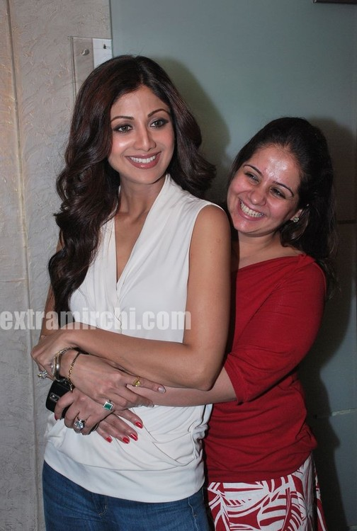 Shilpa-Shetty-at-the-launch-of-Inch-Loss-Wrap-by-Iosis-Spa-3.jpg