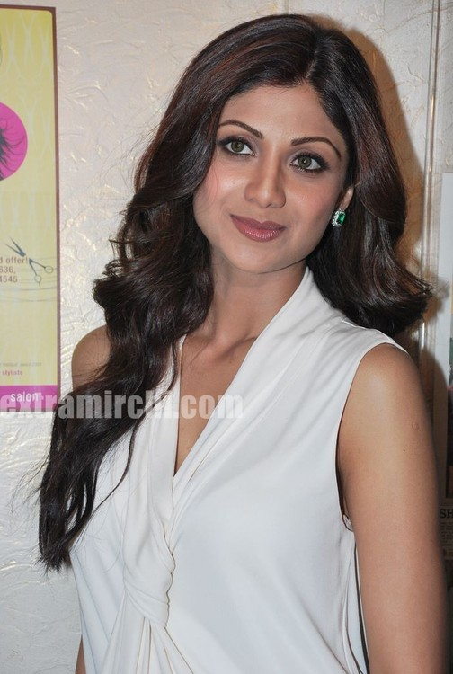 Shilpa-Shetty-at-the-launch-of-Inch-Loss-Wrap-by-Iosis-Spa-4.jpg
