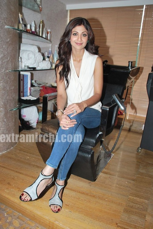 Shilpa-Shetty-at-the-launch-of-Inch-Loss-Wrap-by-Iosis-Spa-5.jpg