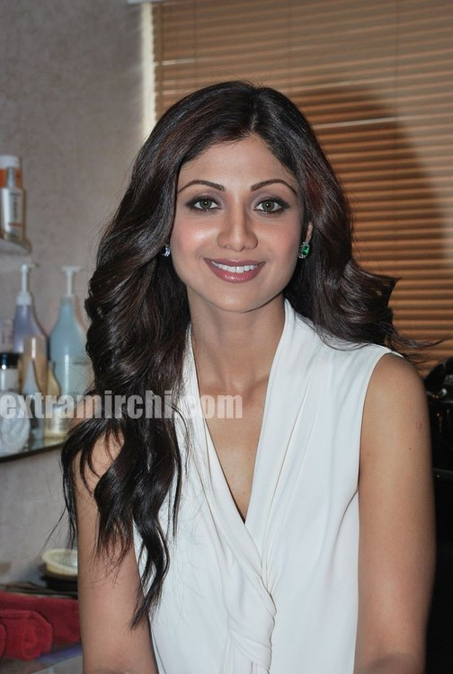 Shilpa-Shetty-at-the-launch-of-Inch-Loss-Wrap-by-Iosis-Spa-6.jpg