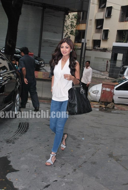 Shilpa-Shetty-at-the-launch-of-Inch-Loss-Wrap-by-Iosis-Spa.jpg