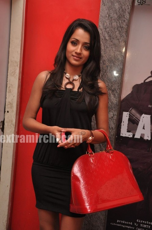Trisha-at-Special-Screening-of-Khatta-Meetha-9.jpg