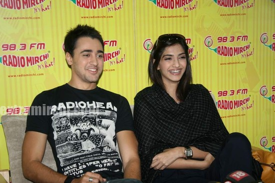 beautiful-Sonam-and-Imran-at-Radio-Mirchi-at-Lower-Parel-2.jpg