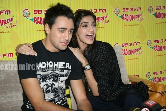 beautiful-Sonam-and-Imran-at-Radio-Mirchi-at-Lower-Parel-4.jpg