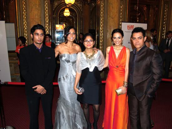 Dhobi-Ghat-cast-Prateik-Babbar-Monica-Dogra-Kiran-Rao-Kriti-Malholtra-Aamir-Khan.jpg