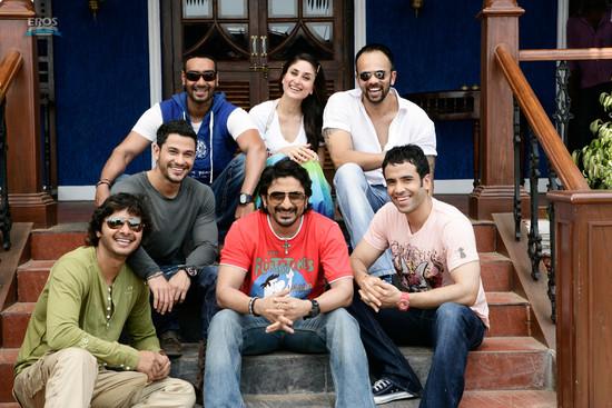 Golmaal-3-Ajay-Devgn-Kareena-Kapoor-Arshad-Warsi-Tusshar-Kapoor-and-Shreyas-Talpade-4.jpg