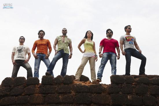Golmaal-3-Ajay-Devgn-Kareena-Kapoor-Arshad-Warsi-Tusshar-Kapoor-and-Shreyas-Talpade-5.jpg