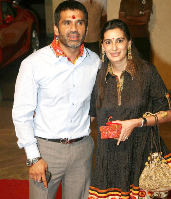 Sunil-shetty-with-mana-shetty.jpg