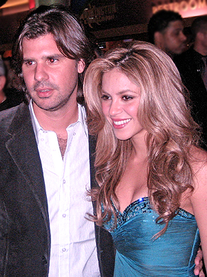 Shakira-with-Antonio-de-la-Rua.jpg