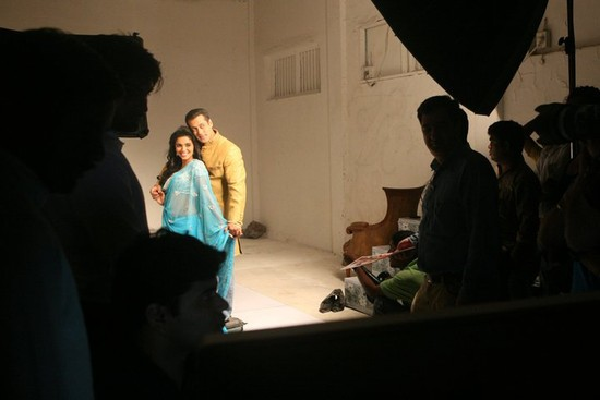 Ready-Salman-Khan-and-Asin-shooting-with-Haider-Khan-3.jpg