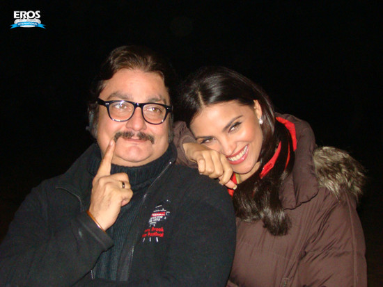 Chalo-Dilli-Lara-Dutta-Vinay-Pathak-5.jpg