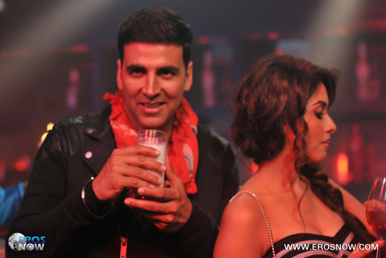 Asin-and-Akshay-Kumar-in-Khiladi-786-4.jpg
