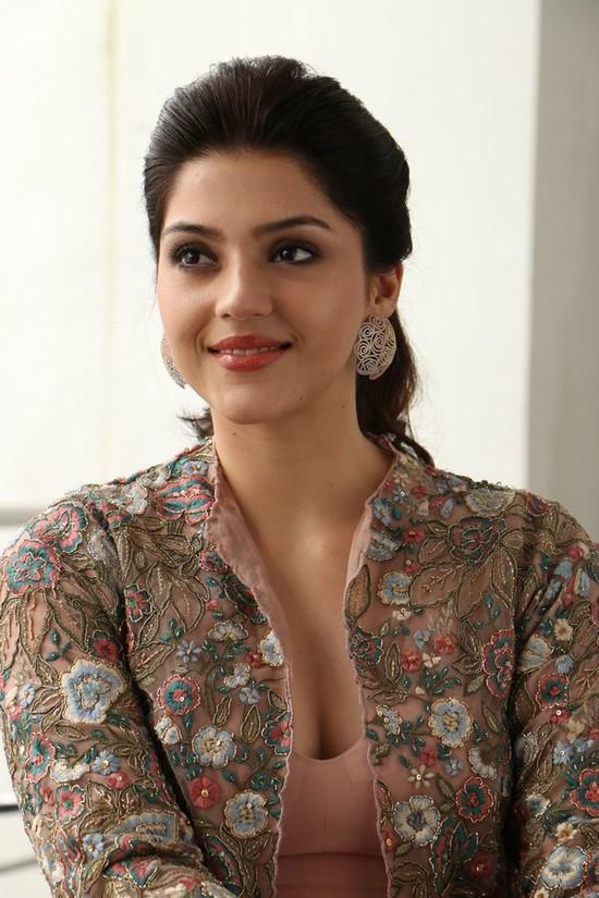 Actress-Mehreen-Pirzada-Photos-3.jpg