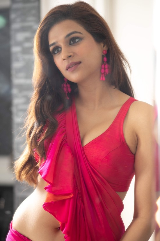 Shraddha-Das-Saree-Photos-1.jpeg