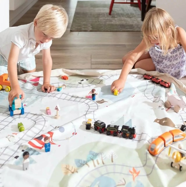 Kids playing on train blanket. Photo by Instagram user @formydarlingnz