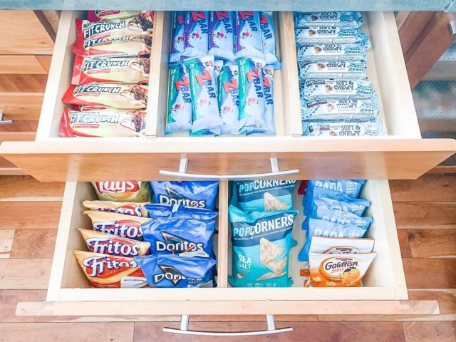Snack drawer in kitchen. Photo by Instagram user @simplysamorganized