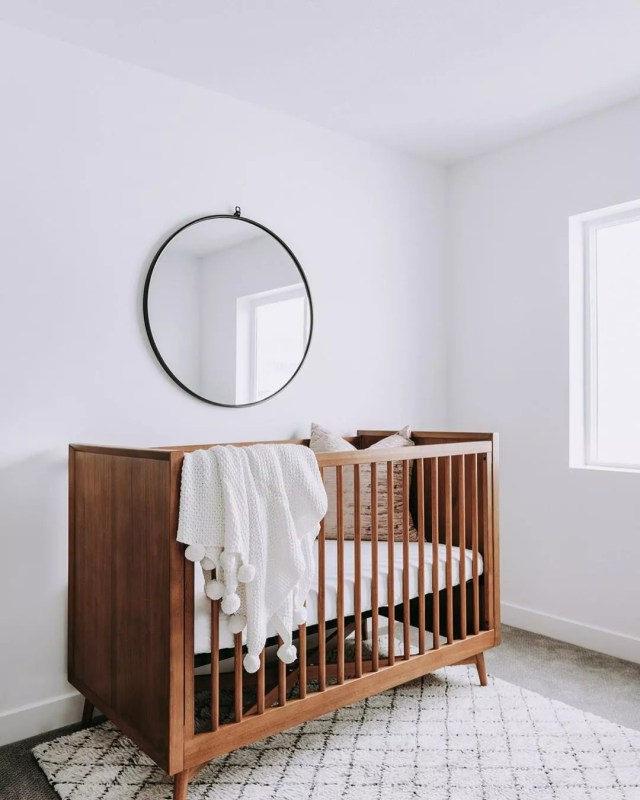Minimalist nursery. Photo by Instagram user @c.w.urban