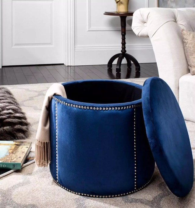 Storage ottoman with blanket. Photo by Instagram user @decormarkethome