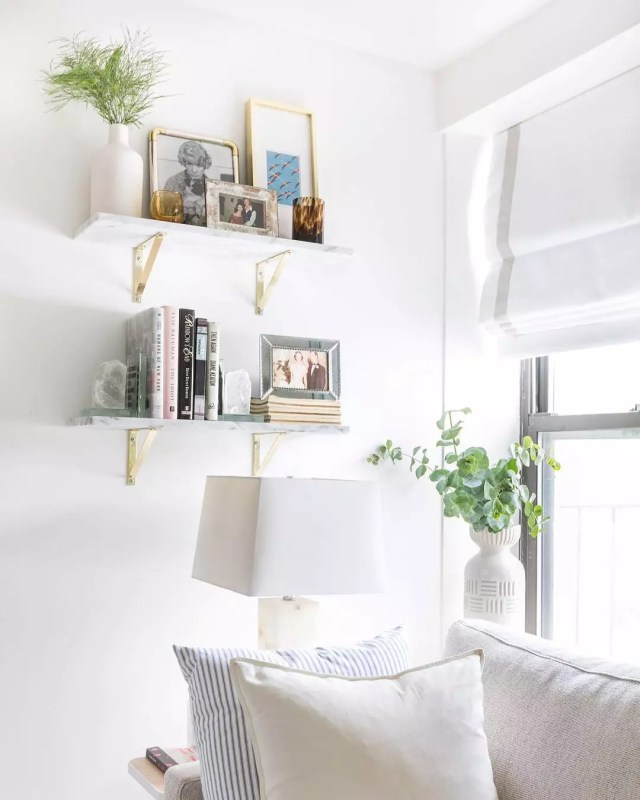 Vertical wall storage in small apartment. Photo by Instagram user @kelseyannrose