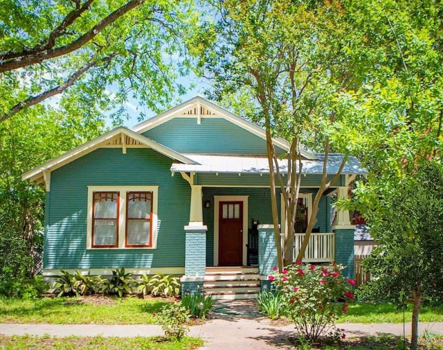 Exterior of brightly colored bungalow. Photo by Instagram user @bungalowsandcottages