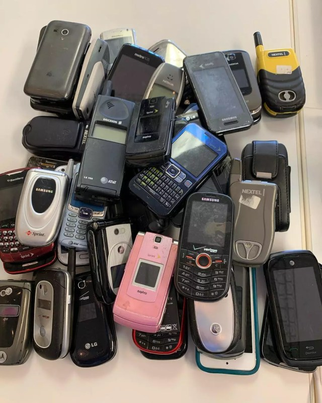 Pile of cellphones for donation. Photo by Instagram user @beducationmattress