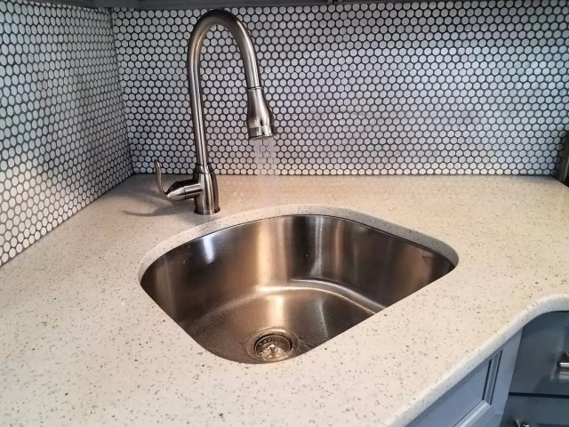 Faucet in new kitchen with water running. Photo by Instagram user @hamletperezre
