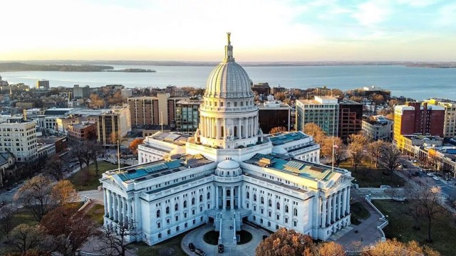 wisconsin capitol building at sunset from drone photo by Instagram user @alx.bgchv