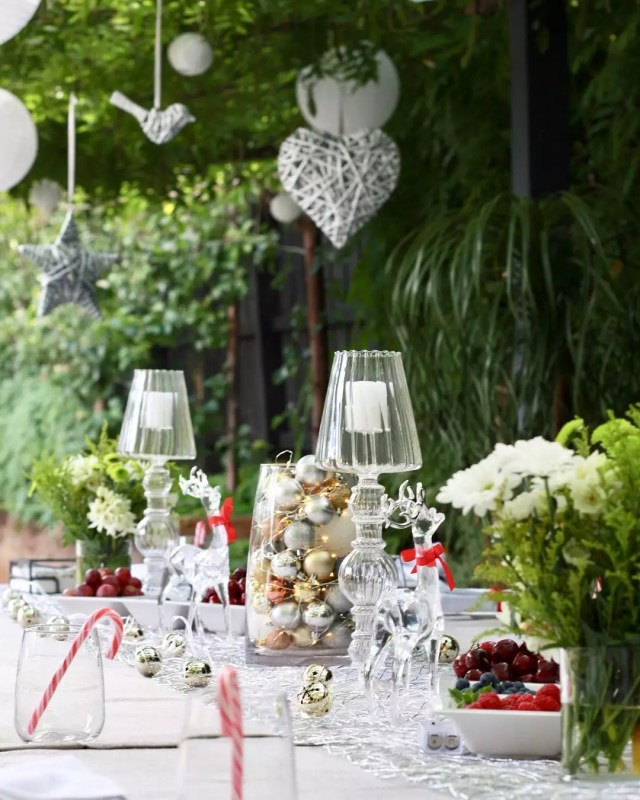 Outdoor holiday table. Photo by Instagram user @everything.jen