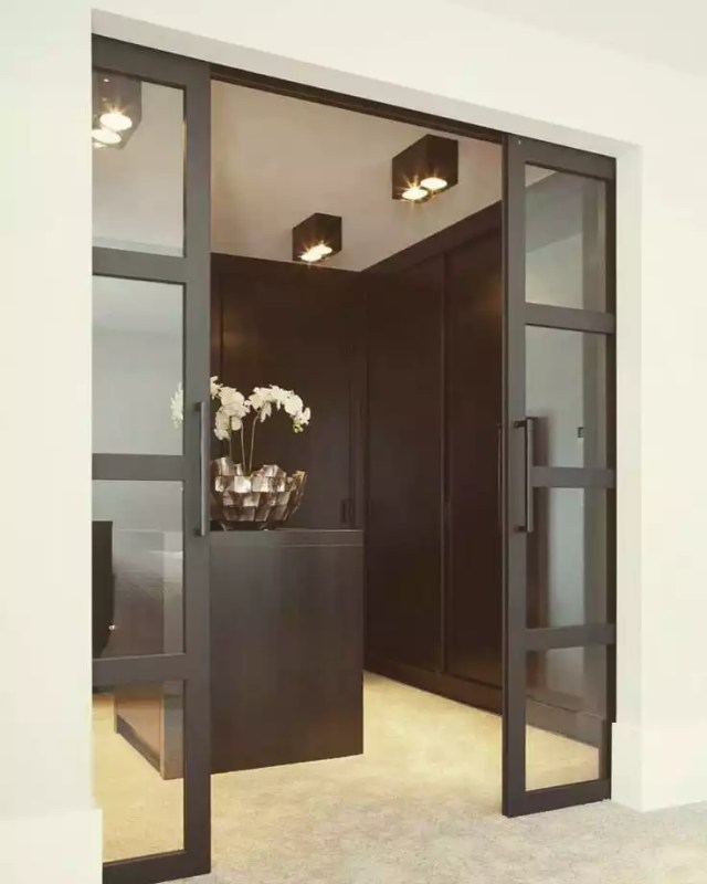 Sliding doors into luxury closet. Photo by Instagram user @fambesinvest