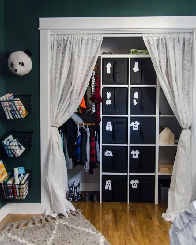 Kids Closet Storage Labeled with Arrows and Pictures of Clothes. Photo by Instagram user @colleenpastoor