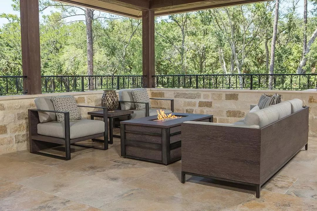 outdoor space with neutral colors at the center photo by Instagram user @jnoutdoorliving