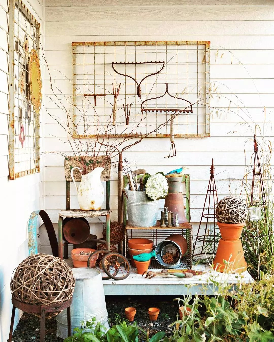 old gardening tools used as decorations photo by Instagram user @cottagesandbungalows
